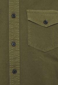 Minimum - TOBI - Camicia - olivine - 2