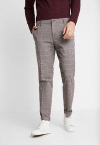 Tommy Hilfiger Tailored - SLIM FIT WINDOWPANE FLEX PANT - Pantaloni - brown - 0