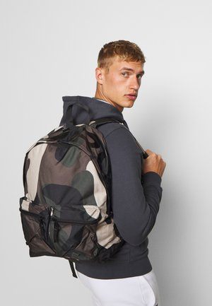 PETE BACKPACK - Rucksack - multicolor/olive