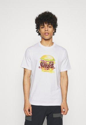BURGER SHORT SLEEVE TEE - Print T-shirt - white