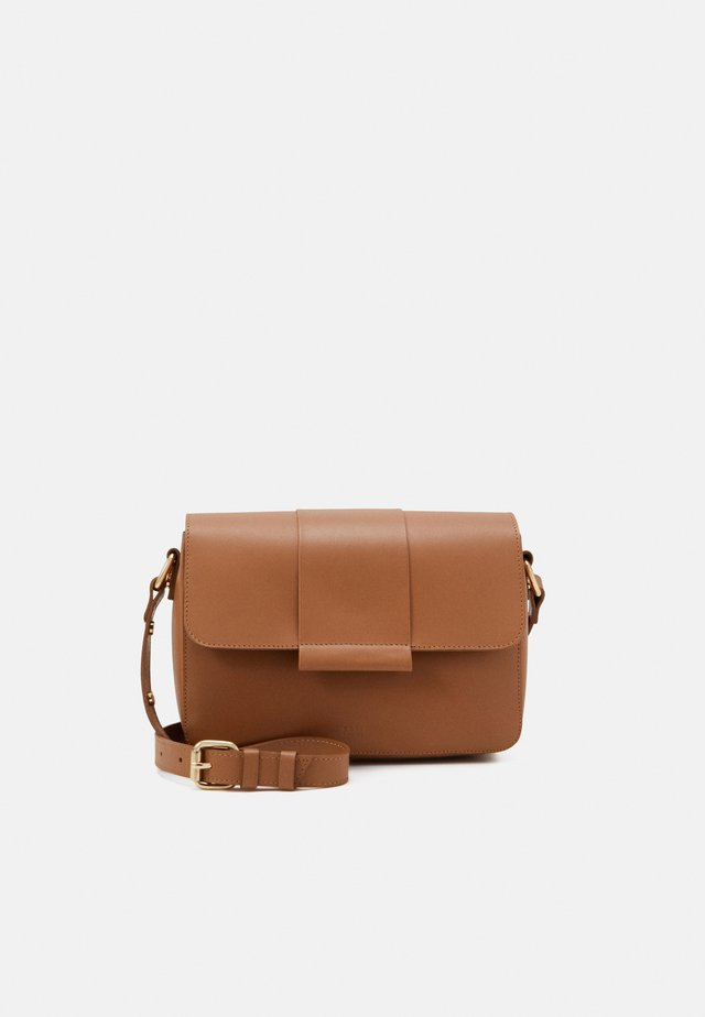 APRIL CROSSBODY - Across body bag - camel