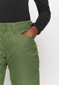 Roxy - BACKYARD - Zimní kalhoty - bronze green - 3