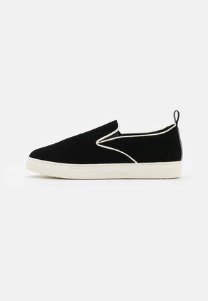 STAN  - Zapatillas - black