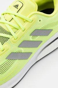 adidas Performance - SUPERNOVA - Neutrální běžecké boty - solar yellow/silver metallic/core black - 5