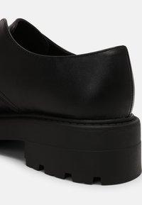 Koi Footwear - VEGAN VENT CLASSIC  - Snøresko - black - 7