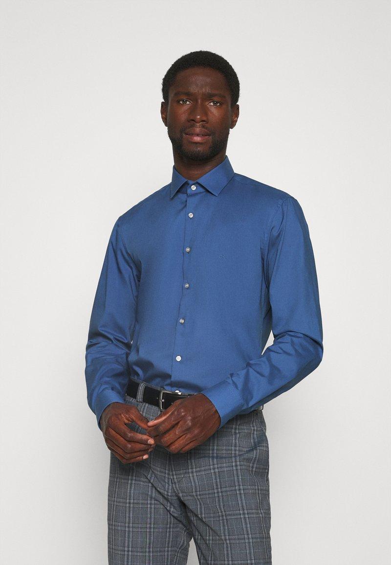 Calvin Klein Tailored - STRETCH SLIM - Formal shirt - blue