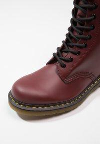 Dr. Martens - ORIGINALS 1490 10 EYE BOOT - Veterlaarzen - cherry red - 5