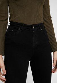 ONLY - ONLBLUSH MID RAW - Vaqueros pitillo - black denim - 4