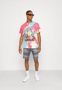 Primitive - TRUNKS PHASE VINTAGE OVERSIZED - Print T-shirt - multi-coloured - 1