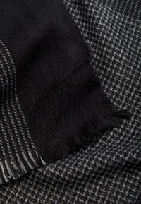 s.Oliver - Scarf - black check - 4