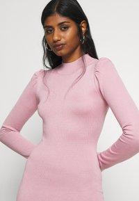 Missguided Petite - PUFF SLEEVE MINI DRESS - Pouzdrové šaty - rose - 3