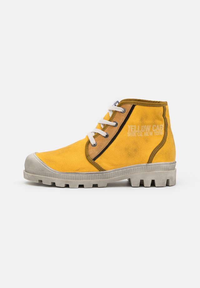 DAYTON - Šněrovací kotníkové boty - yellow