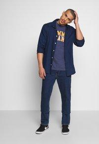 Tommy Jeans - NOVEL VARSITY LOGO TEE - Print T-shirt - twilight navy - 1