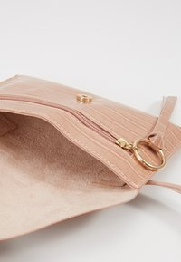 Inyati - IDA - Bum bag - peach croco - 4