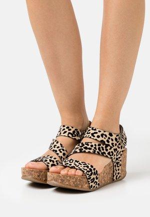 VEGAN LEELEE - Platform sandals - natural