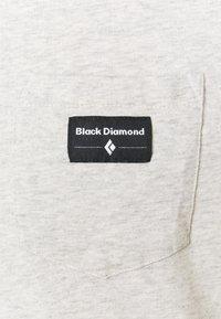 Black Diamond - POCKET LABEL TEE - T-shirt - bas - birch heather - 2