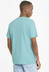 Puma - ESSENTIALS LOGO MAND - Print T-shirt - blue - 2