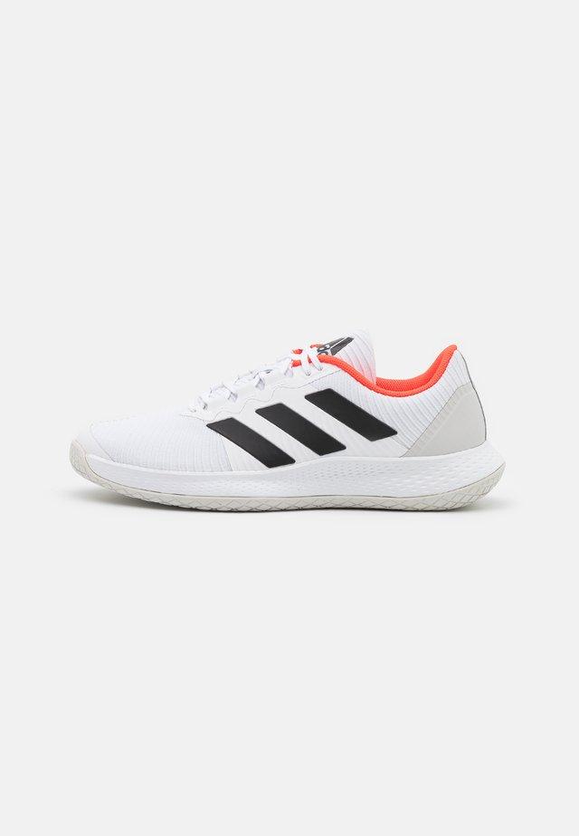 FORCEBOUNCE - Käsipallokengät - footwear white/core black/solar red
