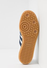 adidas Originals - SAMBA FOOTBALL - Trainers - footwear white/collegiate navy/blue - 4