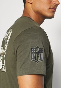 New Era - NFL DIGI CAMO OAKLAND RAIDERS TEE - Club wear - olive - 4