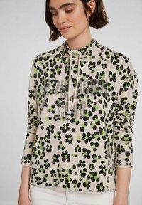 Oui - IM ANGESAGTEM PRINT - Sweatshirt - light grey green - 3