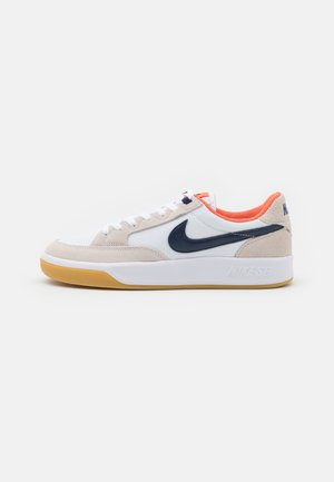 ADVERSARY PREMIUM UNISEX - Trainers - white/midnight navy/turf orange