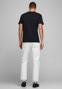 Jack & Jones - JJELIAM TEE SS CREW NECK NOOS - Basic T-shirt - black - 2