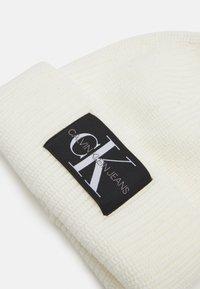 Calvin Klein Jeans - MONOGRAM BEANIE - Pipo - white - 2