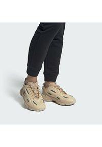 adidas Originals - OZWEEGO HELMET OPEN - Trainers - st pale nude/linen/light brown - 3
