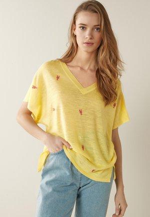 V-NECK - T-shirt print - yellow