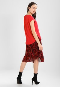 ONLY - ONLVIC  - Blouse - high risk red - 2