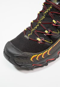 La Sportiva - ULTRA RAPTOR GTX - Obuwie do biegania Szlak - black/yellow - 5