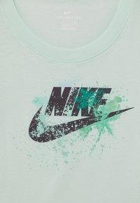 Nike Sportswear - SCOOP FUTURA - Print T-shirt - barely green - 2