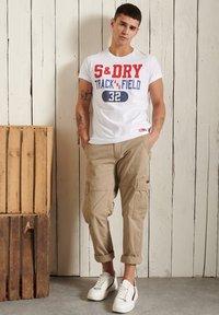 Superdry - Print T-shirt - brilliant white - 0