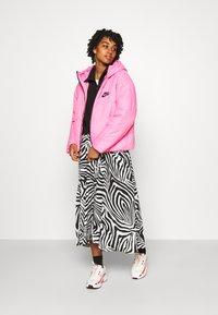 Nike Sportswear - CORE  - Lehká bunda - beyond pink/white/black - 1