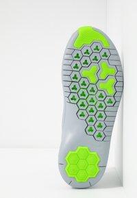 Nike Performance - HYPERFLORA FREE TR ULTRA - Kuntoilukengät - white/metallic platinum/pure platinum/electric green - 4