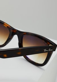 Ray-Ban - ORIGINAL WAYFARER - Aurinkolasit - crystal brown gradient - 2