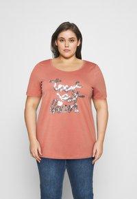 Zizzi - BOXY TEE WITH FOLD UP - T-shirts med print - canyon rose - 0