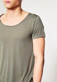 Topman - VNICE SLIM FIT - Basic T-shirt - khaki/olive - 3