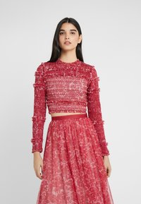 Needle & Thread - FLORAL SMOCKED LONG SLEEVE CROP - Camicetta - cherry red - 0