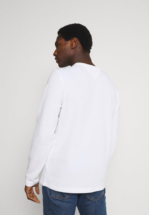 Tommy Hilfiger WAFFLE LONG SLEEVE TEE - Bluzka z długim rękawem - white/biały Odzież Męska FCZP
