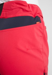 Vaude - WOMENS QIMSA PANTS II - Pantalons outdoor - cranberry - 5