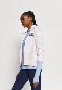 Nike Performance - ELEMENT TRAIL MIDLAYER - Sportshirt - aluminum/reflective silver - 3