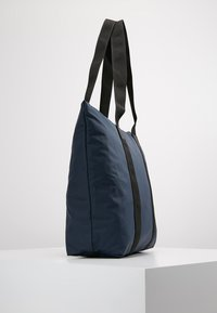 Rains - TOTE BAG RUSH - Shoppingveske - blue - 3