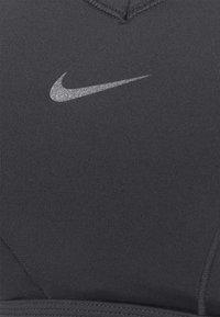 Nike Performance - BRA  - Reggiseno sportivo con sostegno medio - black/dark smoke grey - 6