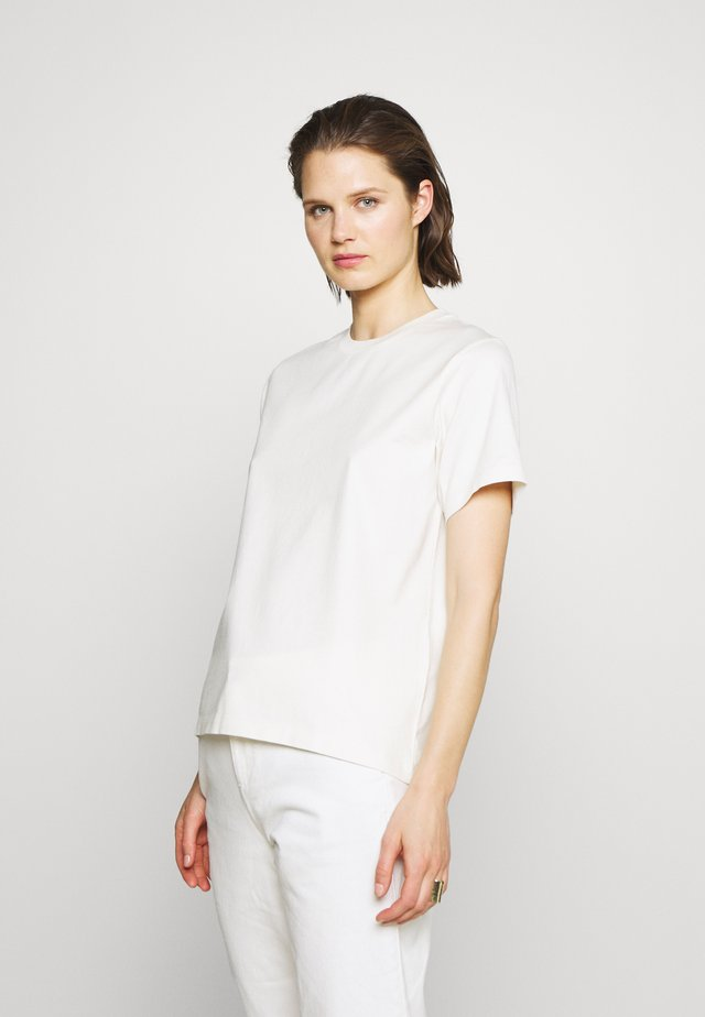 STANDARD TEE - T-shirts - off white