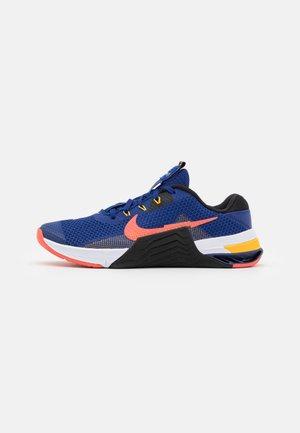 METCON 7 UNISEX - Chaussures d'entraînement et de fitness - deep royal blue/magic ember/black/white/pollen