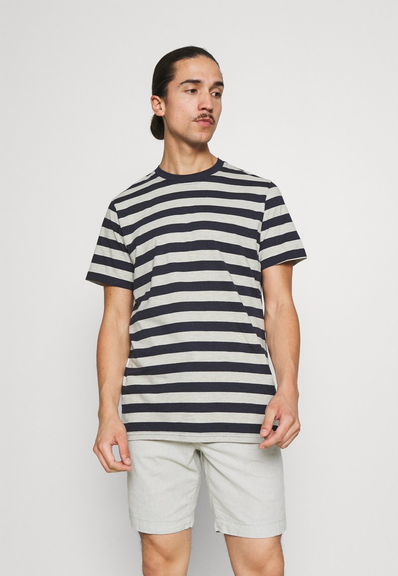 Selected Homme - MAXWELL ONECK TEE - Print T-shirt - sky captain/melange