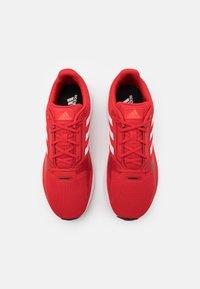 adidas Performance - RUNFALCON 2.0 - Neutrala löparskor - vivid red/footwear white/solar red - 3