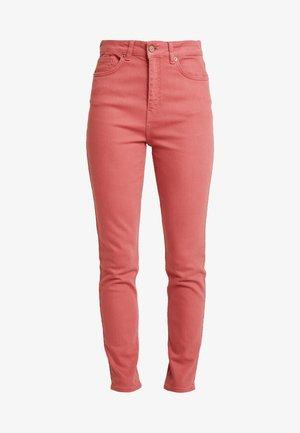 SILVIAS - Jeans slim fit - dusty cedar